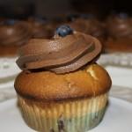 Muffiny z borówkami i kremem maślano - czekoladowym