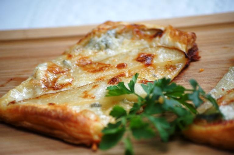Francuskie z gruszką i serem pleśniowym