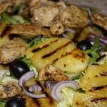 Sałatka z grillowanym ananasem i kurczakiem