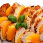 Sałatka z kurczakiem i brzoskwinią